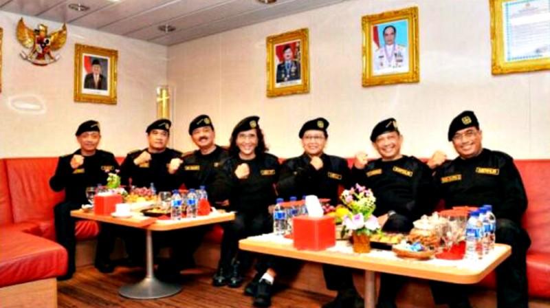 Wow, TNI AL Sematkan Brevet Kehormatan Hiu Kencana Kepada Menhub
